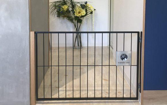 シンプルな小型犬ゲート