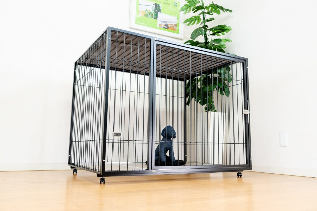 大型犬のケージ黒