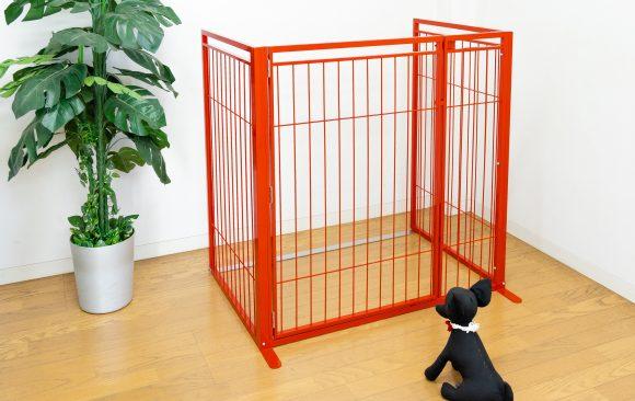 置型ドア付きペットゲート赤