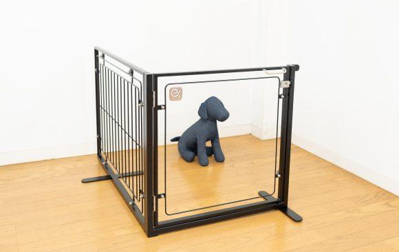 小型犬用のドア付きゲート