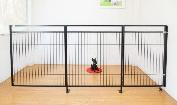 大型犬用の作り付けゲート